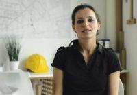 NEKI KRITIKUJU, NEKI RADE: Ovo je Novosađanka koja zida kuće od blata