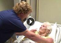 Postavili kameru u bolničkoj sobi i snimili kako bolničar radi nešto neverovatno starijoj pacijentkinji