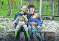 ROBINZONI SA TARE Ispovest Slavonca i američke odbojkašice koji su napustili sve i sa decom otišli da žive u divljini
