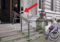 Ova žena s invaliditetom se ne može popeti uz stepenice, ali pogledajte šta se desi kad pritisne dugme