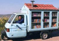 """Penzionisani učitelj svojim """"BIBLIOMOBILOM"""" donosi radost deci u zabačenim selima"""