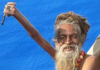 Čovjek koji već 42 godine drži ruku u zraku! Zašto?