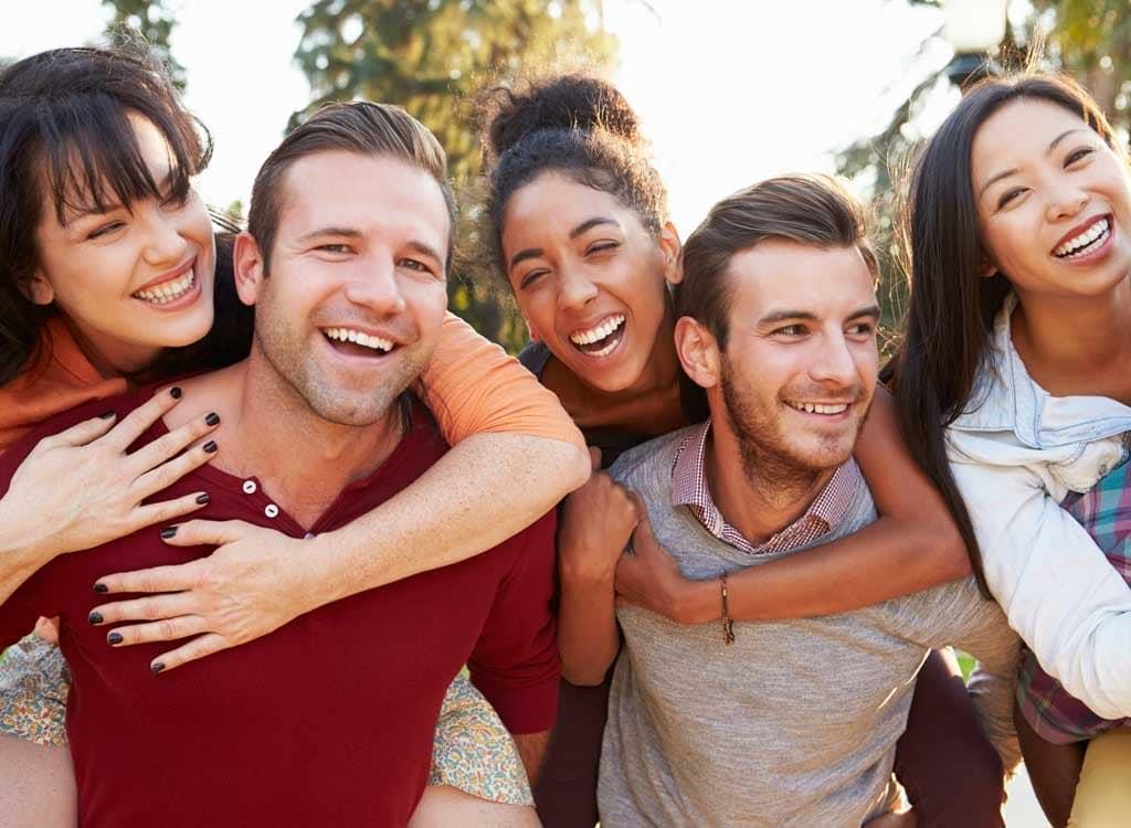 Obratite PAŽNJU! – Ovih 7 tipova LAŽNIH prijatelja vas potajno UNIŠTAVAJU