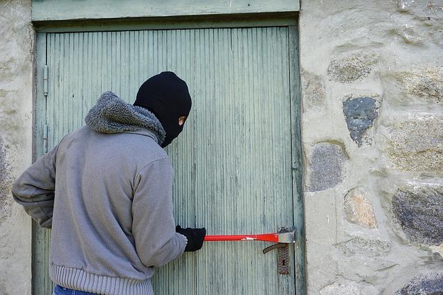 9 mesta za skrivanje u vašem domu na kojima će lopovi prvo potražiti dragocenosti